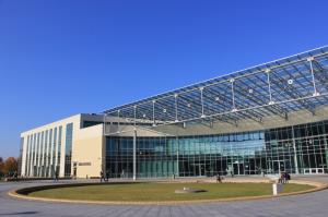 Budynek Biblioteki i Centrum Wykładowego PP