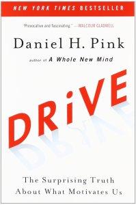 "Okładka książki ""Drive"" Dana Pinka"